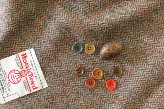 人力織機で織り上げられるツイードファブリック_b0081010_20381813.jpg