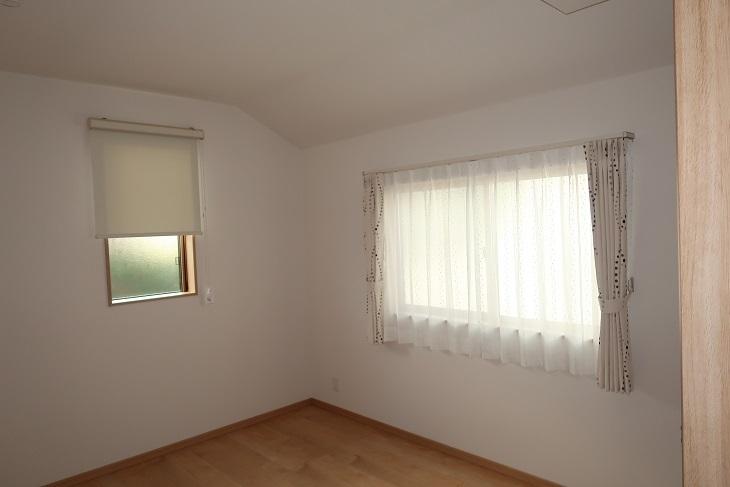 お部屋内に大小の窓がある場合の窓装飾は?_e0133255_18383144.jpg