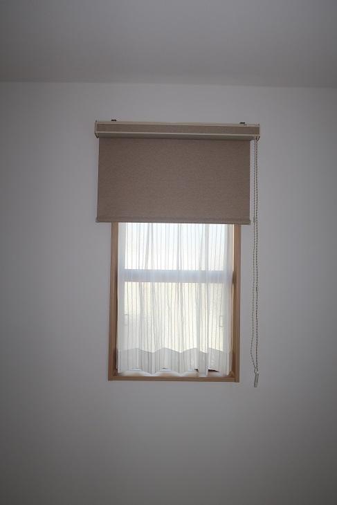 お部屋内に大小の窓がある場合の窓装飾は?_e0133255_18390559.jpg
