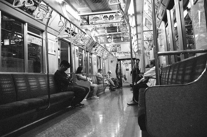 地下鉄風景と京浜急行線の踏切事故とテッサーレンズ_c0182775_16144970.jpg