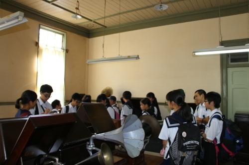 福島市立清水中学校1年生、17名様が重文本館を見学_c0075701_14274832.jpg