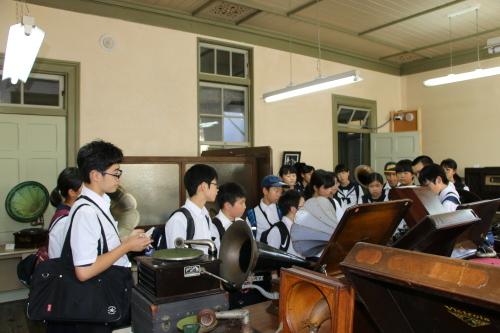 福島市立清水中学校1年生、17名様が重文本館を見学_c0075701_14275612.jpg