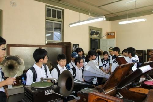 福島市立清水中学校1年生、17名様が重文本館を見学_c0075701_14280151.jpg