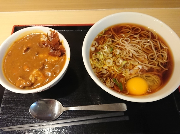 9/4 生蕎麦いろり庵きらく 月見そば & ミニカレー丼_b0042308_10402094.jpg