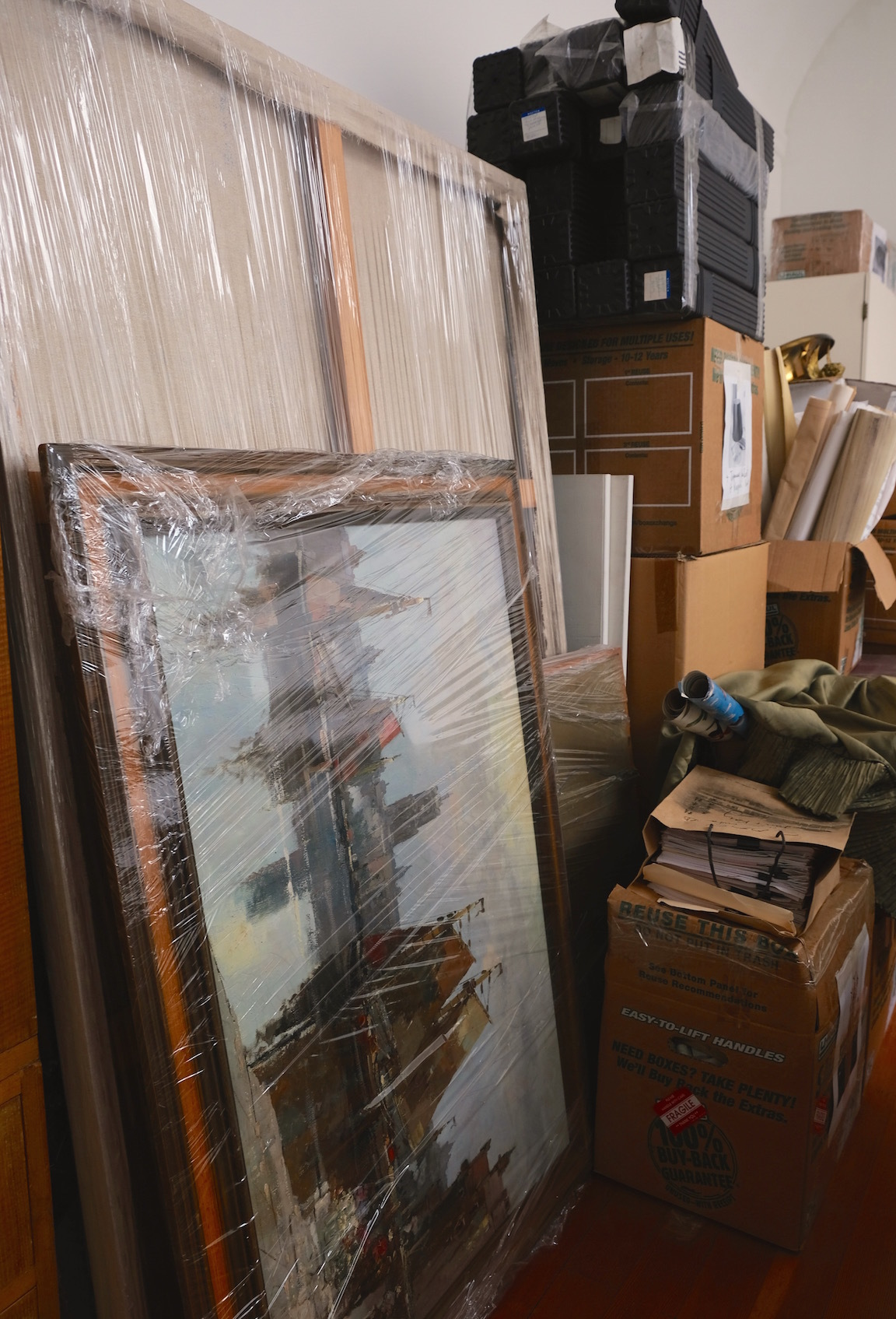 家中、絵だらけ/ Too Many Paintings_e0310424_10151545.jpg