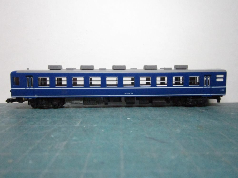 KATO EF65-1000前期形&12系急行形客車 国鉄仕様 入線の続き_e0120143_15035930.jpg