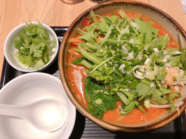 警固ランチ アジア料理 オルオル トムヤムヌードル_f0140145_11321364.jpg