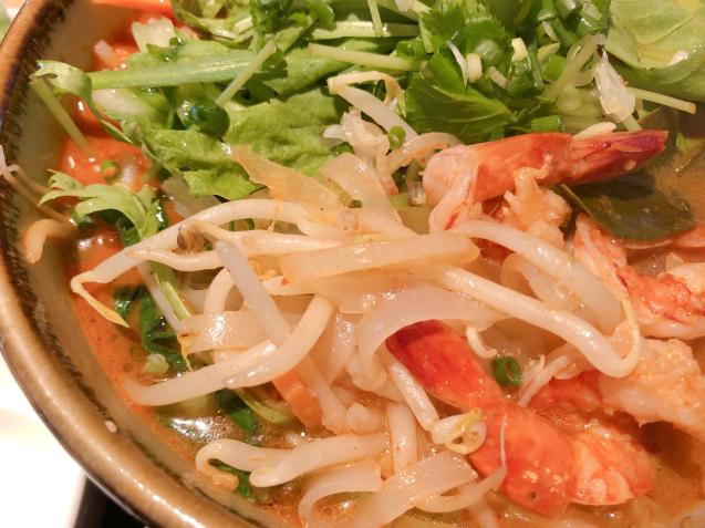 警固ランチ アジア料理 オルオル トムヤムヌードル_f0140145_11321767.jpg