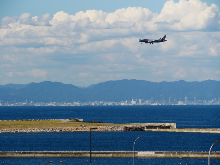関西国際空港にて  2019-09-10 00:00  _b0093754_21103680.jpg