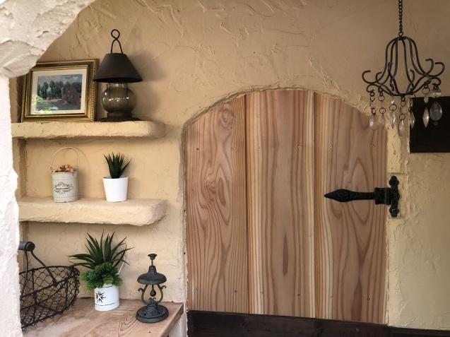 DIY「小屋もどき」玄関ポーチ、飾り棚に「ジョリパット」を塗りました_a0243064_20193537.jpg