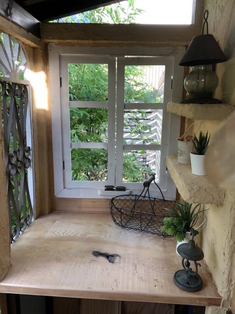 DIY「小屋もどき」玄関ポーチ、飾り棚に「ジョリパット」を塗りました_a0243064_20203816.jpg