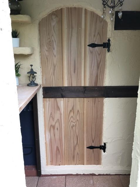 DIY「小屋もどき」玄関ポーチ、飾り棚に「ジョリパット」を塗りました_a0243064_20231238.jpg