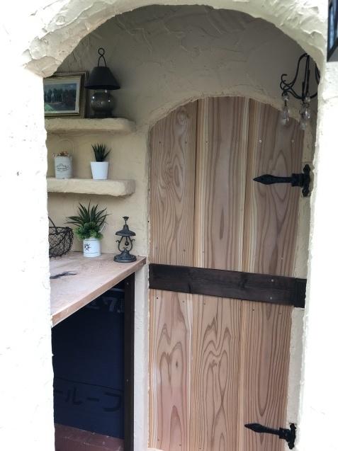 DIY「小屋もどき」玄関ポーチ、飾り棚に「ジョリパット」を塗りました_a0243064_20264685.jpg