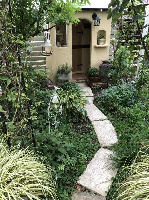 DIY「小屋もどき」玄関ポーチ、飾り棚に「ジョリパット」を塗りました_a0243064_20294565.jpg