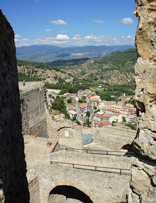 サンタ・セヴェリーナ3. 先ずは城に登ってパノラマ大地を感じるべし_f0205783_14073763.jpg