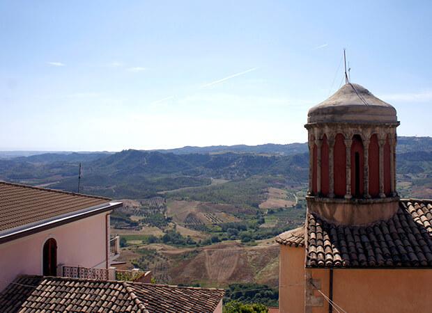 サンタ・セヴェリーナ3. 先ずは城に登ってパノラマ大地を感じるべし_f0205783_19523458.jpg