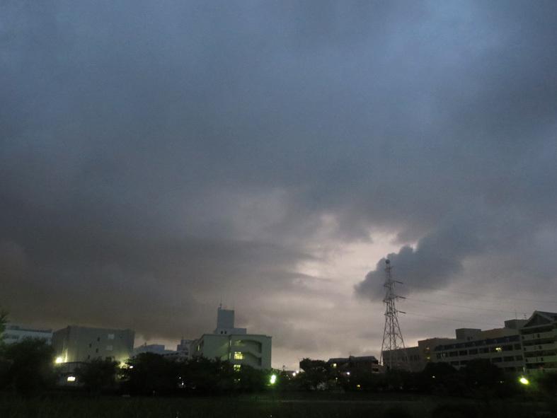 ■秋雨な日々――週替わりの夕暮れ[9/2-7]_d0190217_22333396.jpg
