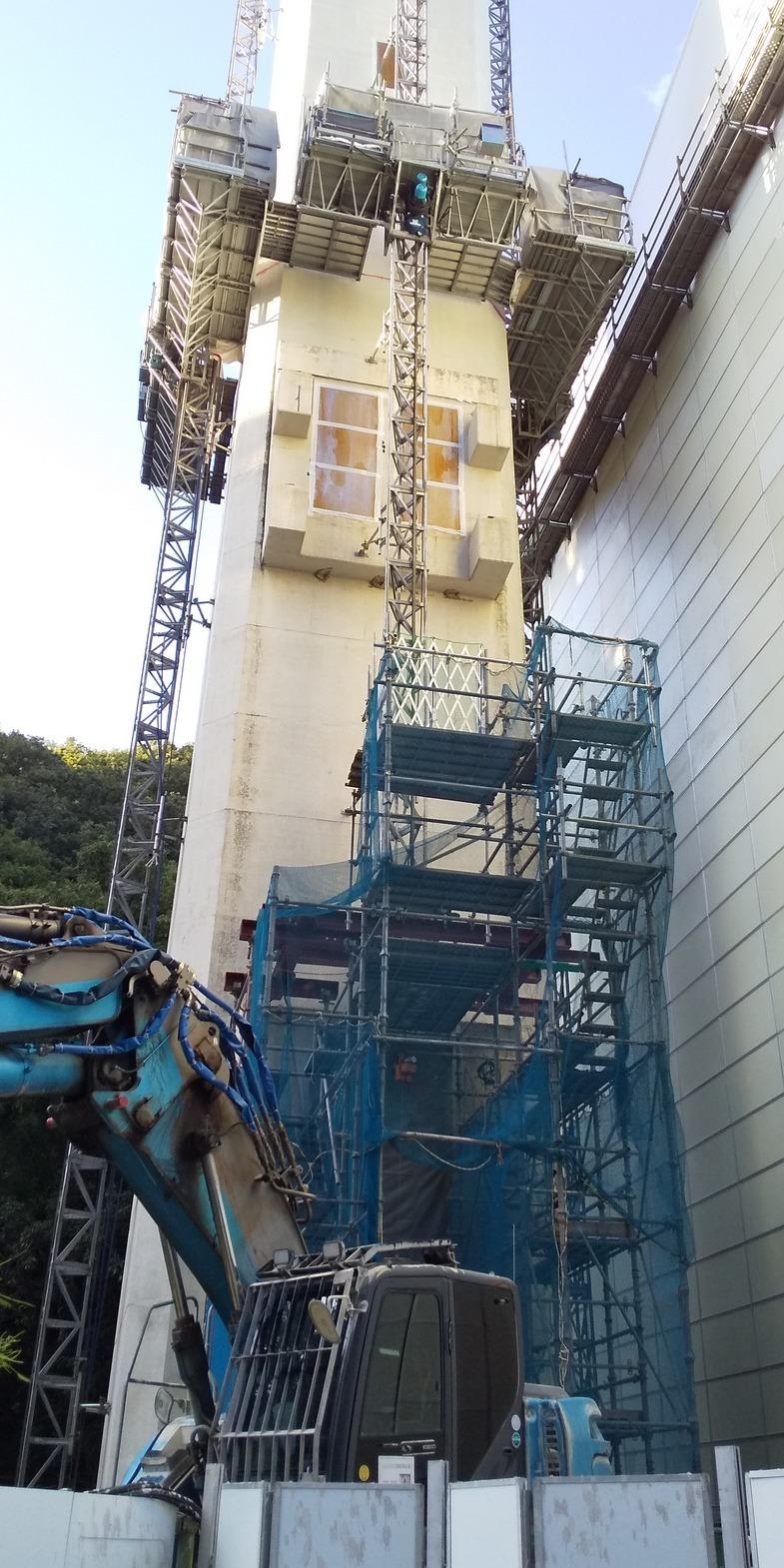 旧北部処理センター 建築物の除去作業9月30日まで(工事は来年9月まで)👷 台風の行方が気にかかります 🌀 くれぐれも気をつけてお過ごしください 🌀_f0061067_18202978.jpg