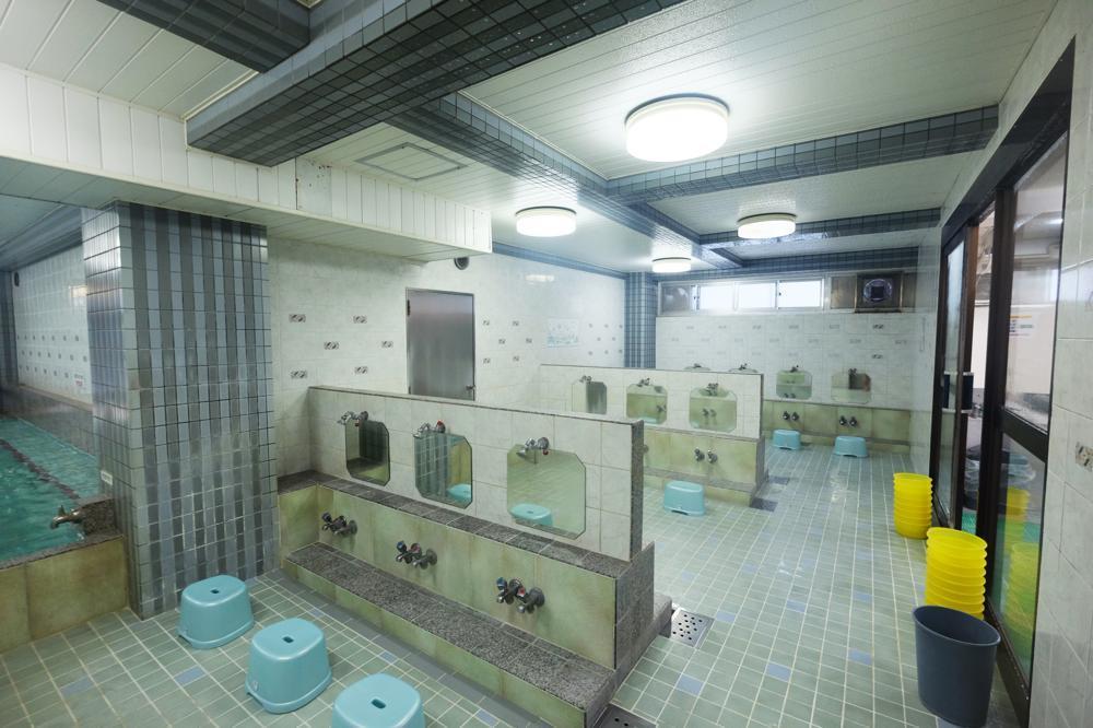 風呂好きに人気の老舗銭湯は、天然温泉の上に湯舟の数が半端ない下町のお風呂屋さんでした。_e0120614_16292914.jpg