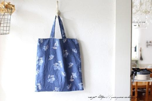 3枚の布でシンプルなA4サイズのぺタンコトート♪_f0023333_21585044.jpg