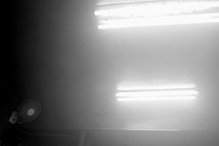 霧にむせぶ夜_b0314043_22251849.jpg