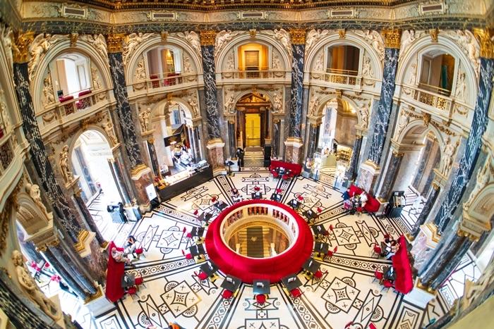 ウィーンの世界一美しいカフェ_b0145398_22555394.jpg
