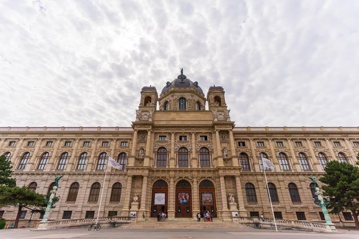 ウィーンの世界一美しいカフェ_b0145398_22562891.jpg