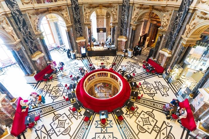 ウィーンの世界一美しいカフェ_b0145398_22565761.jpg