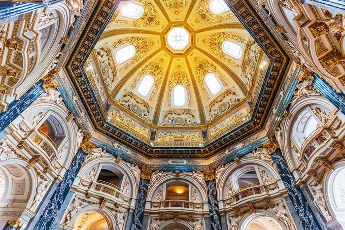 ウィーンの世界一美しいカフェ_b0145398_22573128.jpg