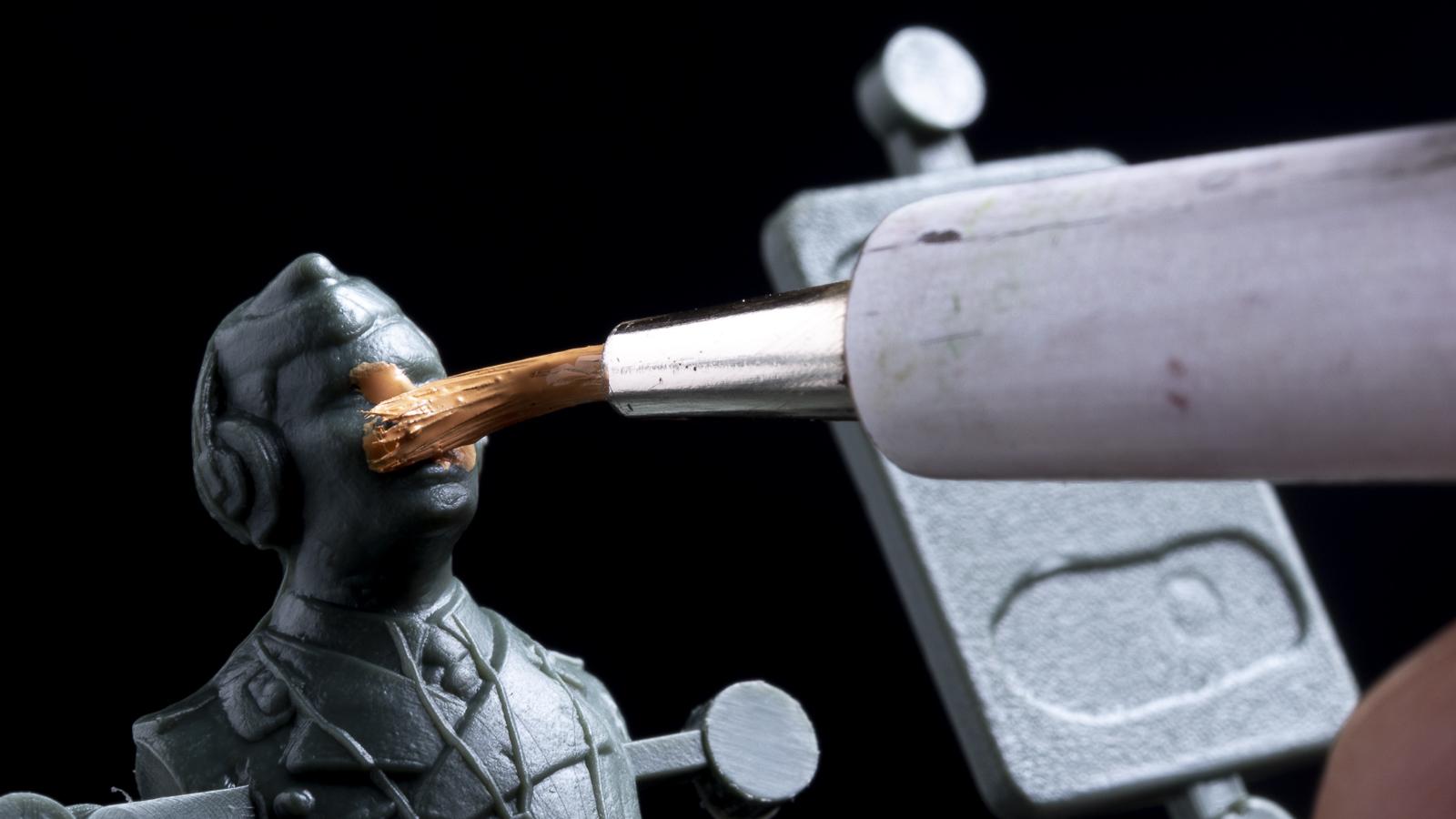 タミヤの最新魔法汁でイケメンフィギュアを錬成する_b0029315_23142712.jpg