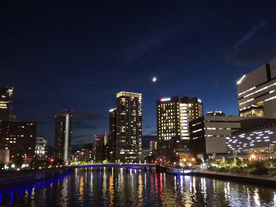 糸のような細い月 アニメに出てきそうな夜景_a0004752_13342221.jpg