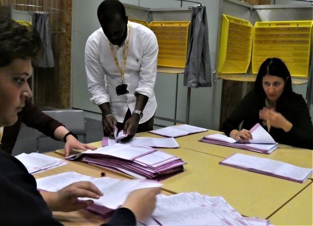 民主主義を鍛える開票作業(ノルウェー)_c0166264_18024734.jpg