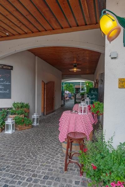 ウィーンのワイン居酒屋ホイリゲ ツム・マルティン・ゼップ_b0145398_22593769.jpg