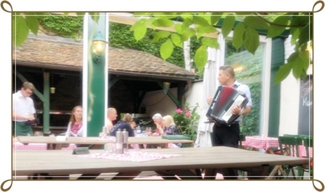 ウィーンのワイン居酒屋ホイリゲ ツム・マルティン・ゼップ_b0145398_23011729.jpg