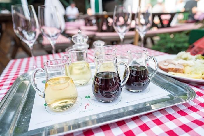 ウィーンのワイン居酒屋ホイリゲ ツム・マルティン・ゼップ_b0145398_23015762.jpg