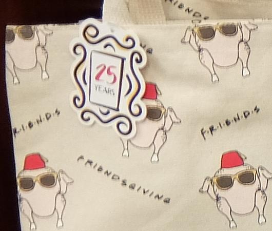 人気ドラマ『フレンズ』の名場面、ターキー・ヘッドがグッズに!_b0007805_03273570.jpg
