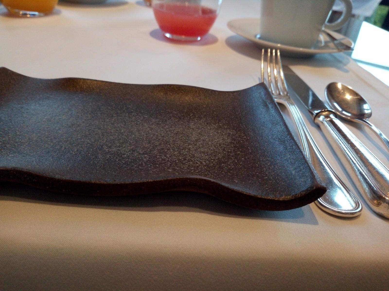 ついにプレザンスで朝食を Petit-déjeuner chez Plaisance enfin!_e0243221_03422134.jpg