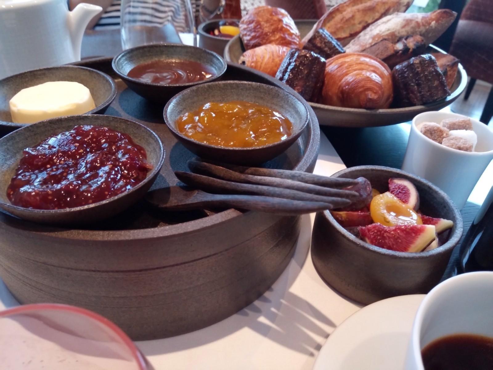 ついにプレザンスで朝食を Petit-déjeuner chez Plaisance enfin!_e0243221_03495871.jpg