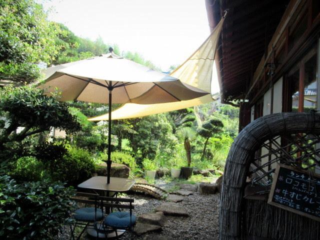奥河内・音CAFE HENOHENO * 古民家×ハワイアンなカフェのロコモコランチ♪_f0236260_00242175.jpg