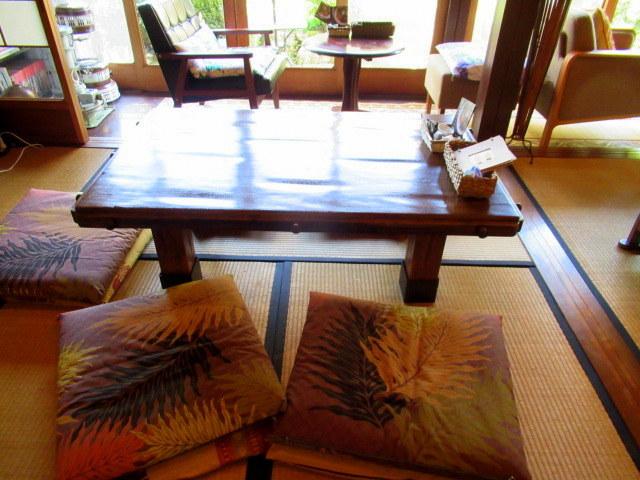 奥河内・音CAFE HENOHENO * 古民家×ハワイアンなカフェのロコモコランチ♪_f0236260_00251022.jpg
