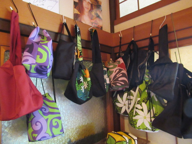 奥河内・音CAFE HENOHENO * 古民家×ハワイアンなカフェのロコモコランチ♪_f0236260_00264938.jpg