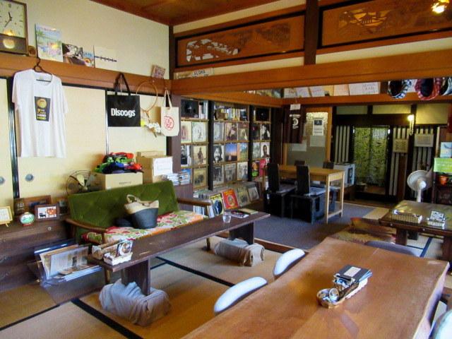 奥河内・音CAFE HENOHENO * 古民家×ハワイアンなカフェのロコモコランチ♪_f0236260_00271097.jpg