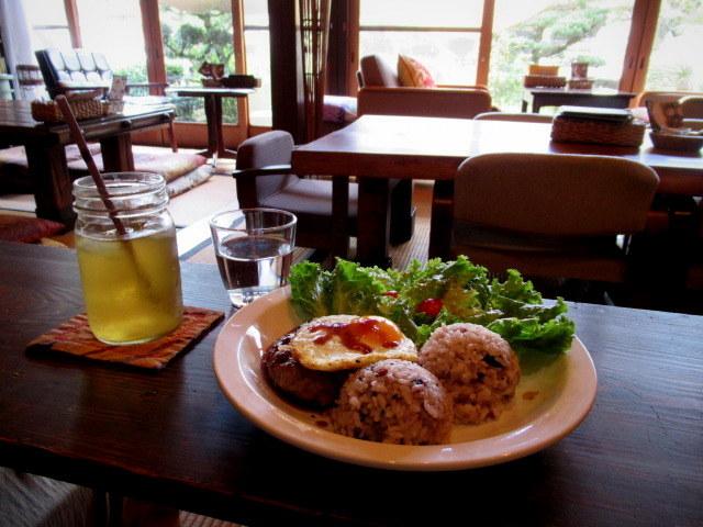 奥河内・音CAFE HENOHENO * 古民家×ハワイアンなカフェのロコモコランチ♪_f0236260_00291562.jpg