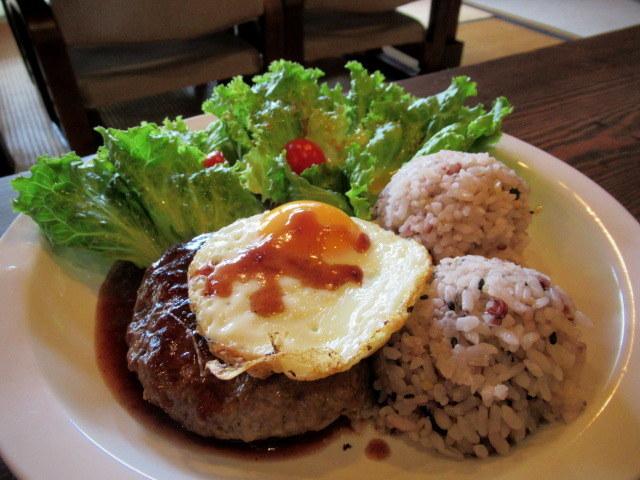 奥河内・音CAFE HENOHENO * 古民家×ハワイアンなカフェのロコモコランチ♪_f0236260_00300374.jpg