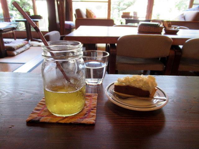 奥河内・音CAFE HENOHENO * 古民家×ハワイアンなカフェのロコモコランチ♪_f0236260_00301986.jpg