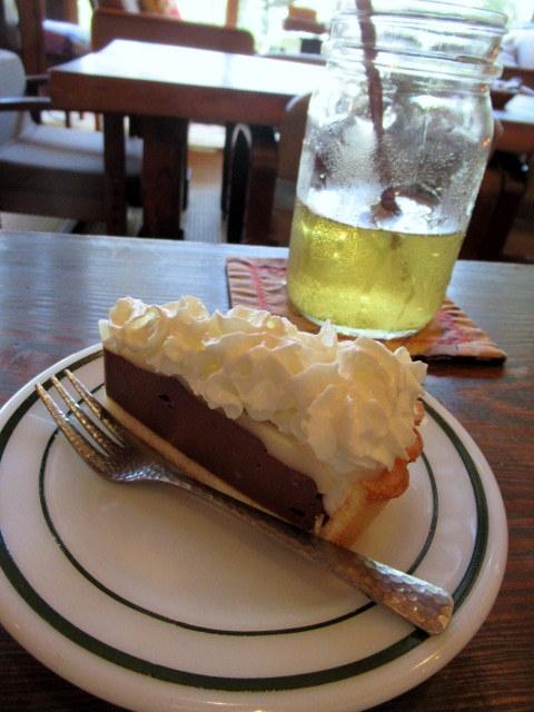 奥河内・音CAFE HENOHENO * 古民家×ハワイアンなカフェのロコモコランチ♪_f0236260_00303610.jpg