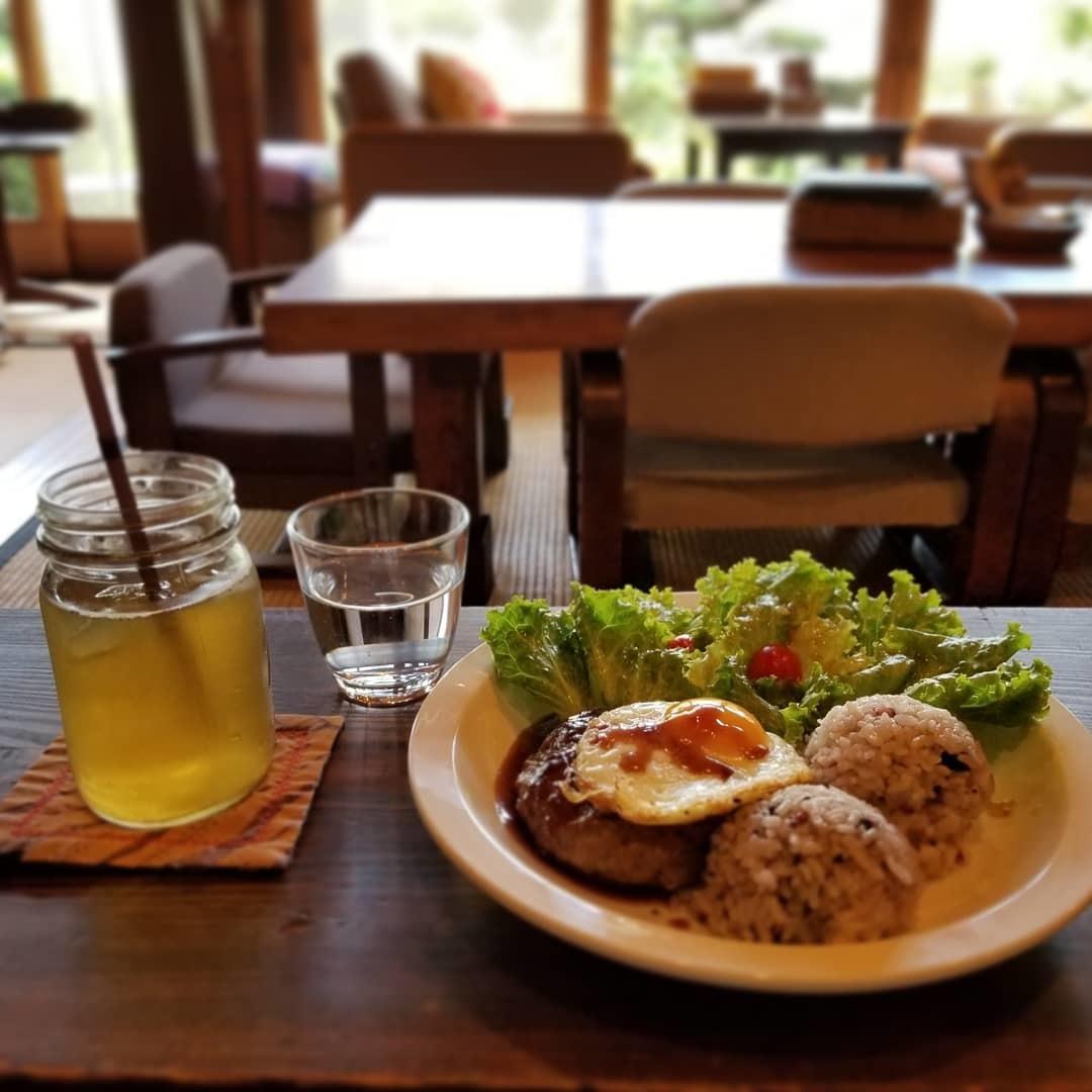 奥河内・音CAFE HENOHENO * 古民家×ハワイアンなカフェのロコモコランチ♪_f0236260_00360050.jpg