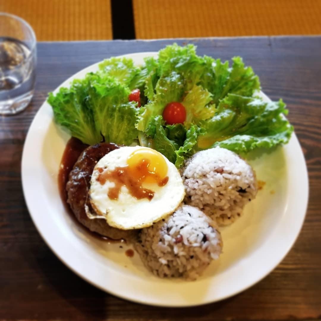 奥河内・音CAFE HENOHENO * 古民家×ハワイアンなカフェのロコモコランチ♪_f0236260_00361240.jpg