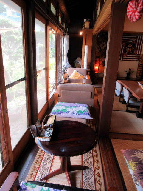 奥河内・音CAFE HENOHENO * 古民家×ハワイアンなカフェのロコモコランチ♪_f0236260_12520205.jpg