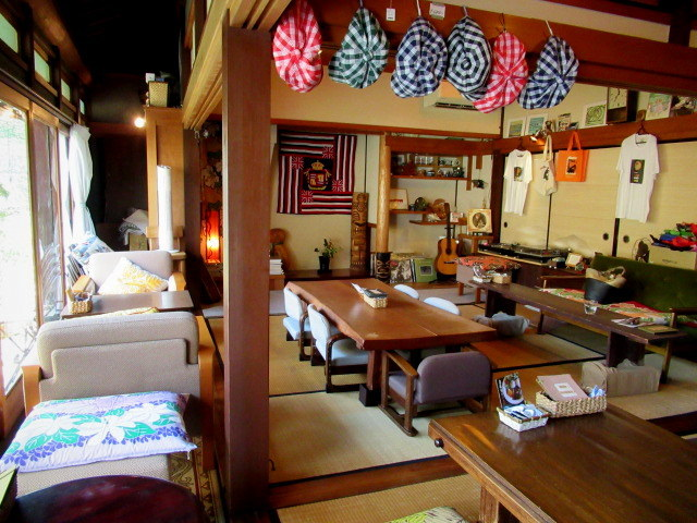 奥河内・音CAFE HENOHENO * 古民家×ハワイアンなカフェのロコモコランチ♪_f0236260_12522290.jpg